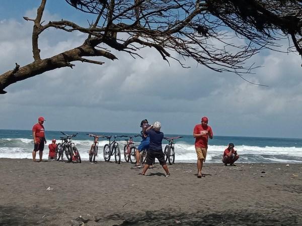 Rute sepeda susur pantai depok